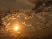 The Sun ist in den Wolken Stockfoto