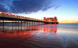 Sun-Licht durch den Pier Lizenzfreies Stockfoto