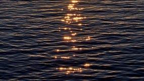 Sun-Lichtreflexion im Wasser Lizenzfreies Stockbild