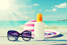 Sun lotion and sunglasses Royalty Free Stock Images
