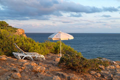 Sun loungers and umbrellas on the sea Royalty Free Stock Photos