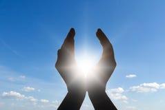 Sun in mani Fotografia Stock Libera da Diritti