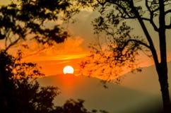 Sun messo alla montagna, Tailandia Fotografia Stock Libera da Diritti