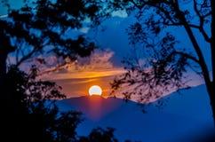 Sun messo alla montagna, Tailandia Immagini Stock Libere da Diritti