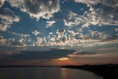 Sun messo con la nuvola immagine stock