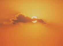 Sun mit Wolken Lizenzfreie Stockbilder