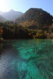 Sun, montagne e lago Immagini Stock