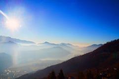 Sun nas montanhas Fotografia de Stock Royalty Free