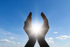 Sun nas mãos Foto de Stock Royalty Free