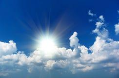 Sun nas nuvens fotografia de stock