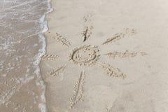 Sun nella sabbia del mare Fotografie Stock Libere da Diritti