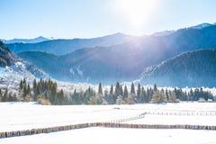 The Sun nella valle delle montagne di Caucaso Fotografia Stock Libera da Diritti