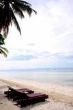 Sun-Nichtstuer auf dem Strand Lizenzfreie Stockfotos