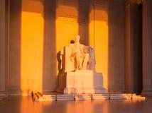 Sun no alvorecer ilumina a estátua de Lincoln Imagem de Stock Royalty Free