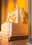 Sun no alvorecer ilumina a estátua de Lincoln Fotografia de Stock Royalty Free