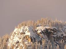 Sun no blefe nevado imagens de stock royalty free