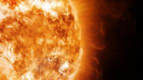 Sun no espaço com proeminências e vento solar vídeos de arquivo