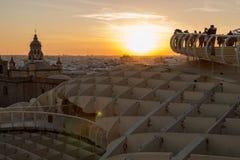 Sun no fogo durante a hora dourada em Sevilha foto de stock royalty free