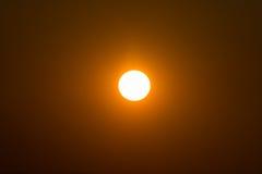 Sun no por do sol Imagens de Stock Royalty Free