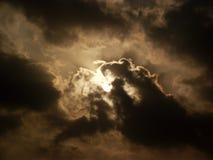 Sun in nubi Immagini Stock