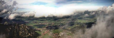 Sun och moln över Pfronten i Bayern Royaltyfri Fotografi