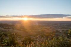The Sun ovanför molnet Arkivbild