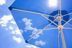 sun paraplyet Fotografering för Bildbyråer