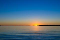 Sun pelo horizonte Imagens de Stock