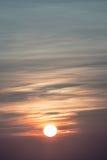 Sun pendant les matins brumeux Photo libre de droits