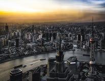 Sun plaçant au-dessus de Changhaï images libres de droits