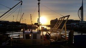 Sun plaçant au-dessus du bateau Photographie stock libre de droits