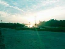 Sun a placé dans le port en bois Photos libres de droits