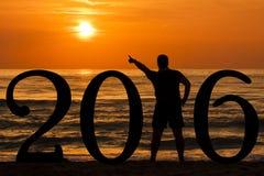Sun precisante della siluetta 2016 dell'uomo di alba Fotografie Stock