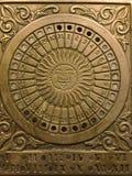 Sun-quadrante d'annata d'ottone con un calendario 2 Immagini Stock