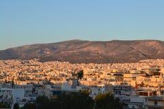 Sun que ajusta-se sobre Atenas, Grécia imagem de stock