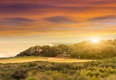 Sun que ajusta-se sobre o campo de golfe Fotografia de Stock Royalty Free