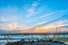Sun que ajusta-se sobre o lago Hawassa imagens de stock royalty free