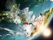 Sun que aumenta acima de Costa Rica do espaço Imagem de Stock