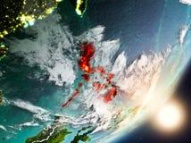 Sun que aumenta acima de Filipinas do espaço Foto de Stock