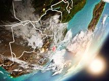 Sun que aumenta acima de Suazilândia do espaço Imagens de Stock