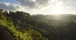 Sun que brilla sobre el valle de Kalaw Imagenes de archivo