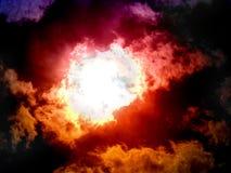 Sun que brilla a través de las nubes Foto de archivo libre de regalías