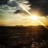 Sun que esconde nas nuvens fotos de stock royalty free