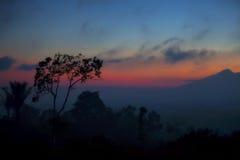 Sun que fija sobre Bali imagen de archivo libre de regalías