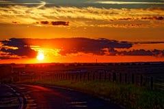 Sun que fija sobre el campo de Wiltshire Imagen de archivo libre de regalías