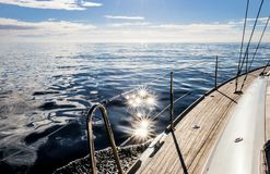 Sun que shinning no mar Mediterrâneo imagem de stock