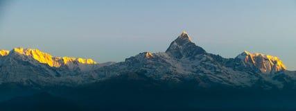 Sun que sube en el Annapurna imágenes de archivo libres de regalías