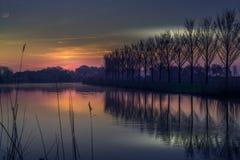 Sun que sube sobre los canales de Holanda Fotografía de archivo libre de regalías