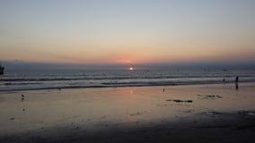 Sun que vai para baixo sobre o Oceano Pacífico Imagem de Stock