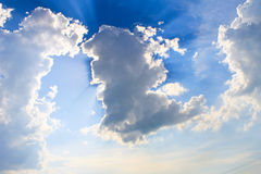 Sun rays shining through clouds Royalty Free Stock Photography
